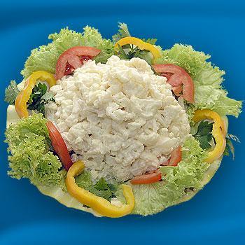 Включать в рацион цветную капусту круглый год позволит очень вкусный салат из цветной капусты с майонезом.