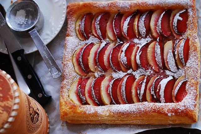 235Открытый пирог с яблоками из слоеного теста рецепт