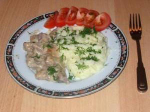 Бефстроганов из телятины в сливочном  соусе для детей