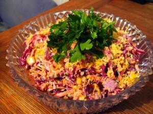 салат из копченой курицы и капусты
