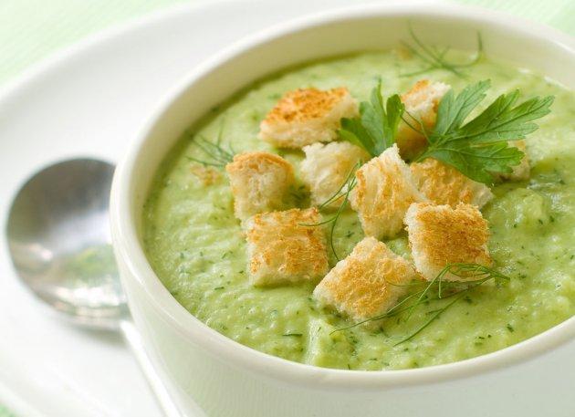 Суп пюре из брокколи и курицы со сливками