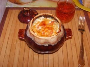 картошка в горшочке с колбасками