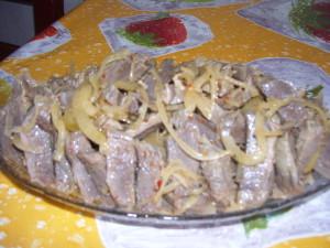 Острая мясная закуска из куриных пупков