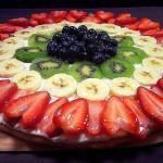 Фруктовые нарезки в сочетании с тортом