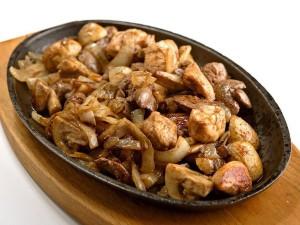 Куриная печень с грибами тушоная  краснов вине