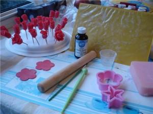 Техника изготовления цветов и мелких деталей из мастики