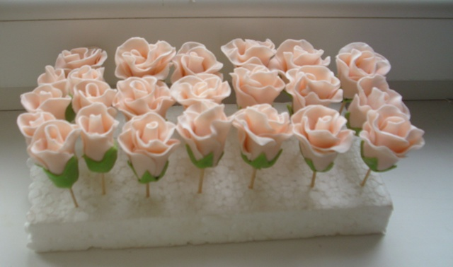 Розы на торте своими руками