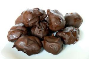 Конфеты черносли в шоколаде с грецким орехом