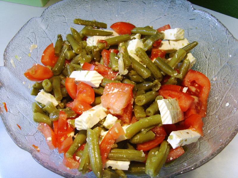 Салат со стручковой фасолью с помидорами