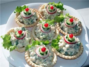 Домашние тарталетки с салатом