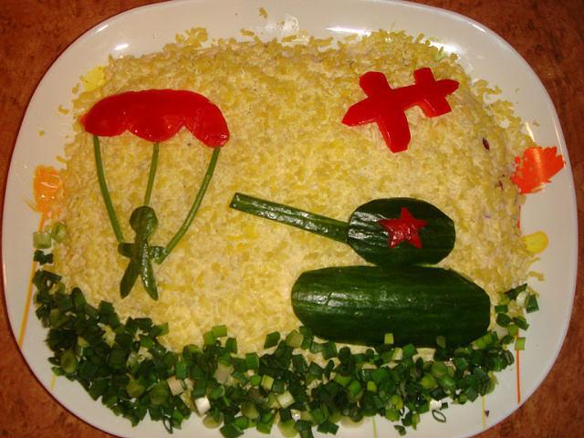 Салат из курицы и маринованных огурцовр