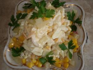 салат с кальмарами вкусный