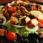 Рыбный салат с помидорами