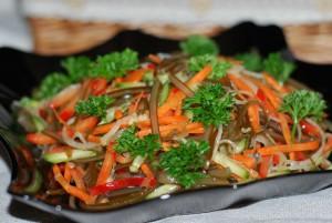 Салат с морской капустой вегетарианский