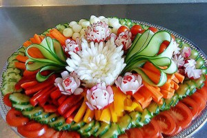 Как красиво выложить овощную нарезку