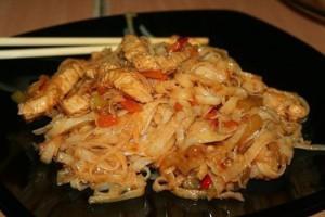 Рисовая лапша в мультиварке с курицей