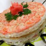 Закусочный Суши-торт с лососем и авокадо