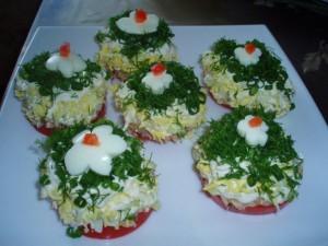 Закуска на Новогодний праздничный стол из тунца и помидор