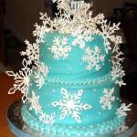 Торт украшеный королевской глазурью айсингом