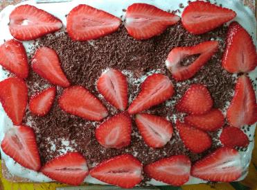 банановый торт с клубникой