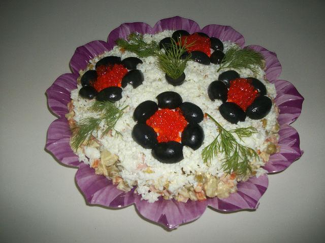 салат с шампиньонами и языком Байкал